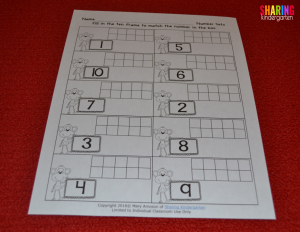 Freebie ten frame printable... click here to see how to grab it up!